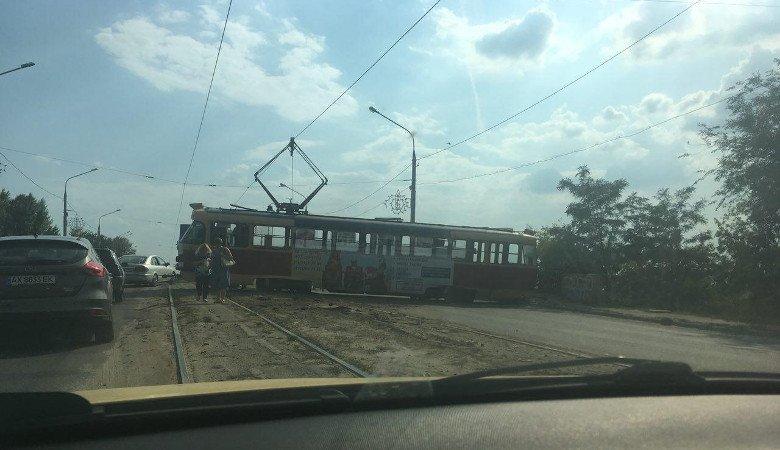 На улице Морозова произошел сильнейший трамвайный дрифт (фото)