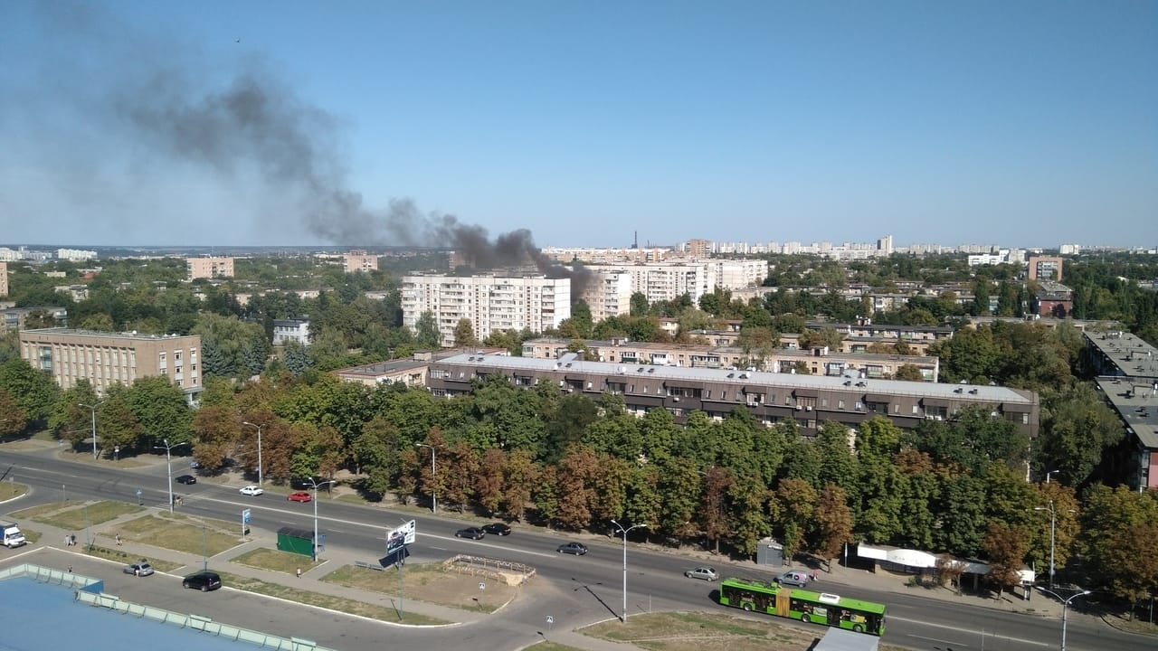 В Харькове на улице Танкопия горит девятиэтажный дом (фото)