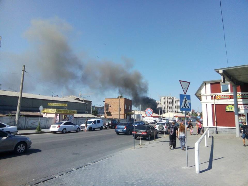 На Центральном рынке горит овощная площадка (фото)