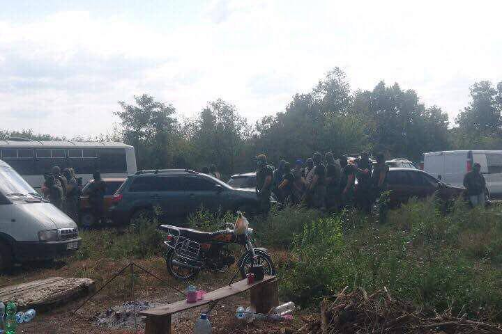 Появилась новая информация по конфликту в Занках: задержан один из рейдеров