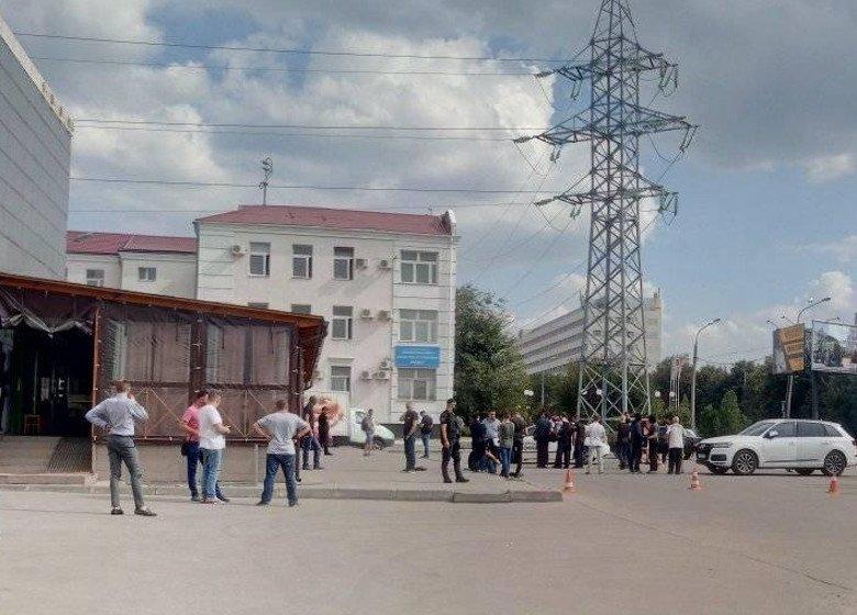 Возле метро «Завод имени Малышева» — перестрелка