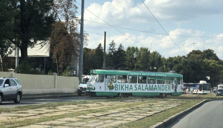 Возле универмага «Харьков» произошел трамвайный дрифт (фото, видео)