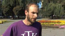 В Харьковской области остановился швейцарец Люк Аллеманд, который проехал на велосипеде 9 стран мира за 3 месяца (видео)
