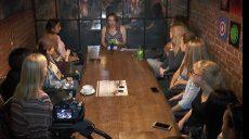 Голливудская журналистка Анна Павлова-Гринтри пообщалась со студентами ХНУ им. Каразина (видео)