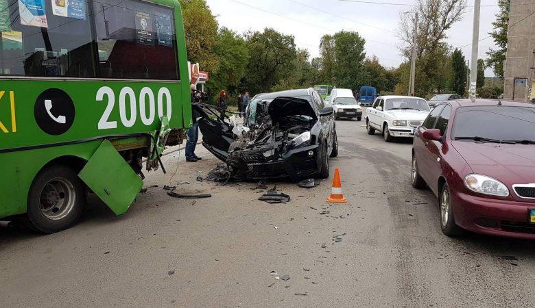 В ДТП в Харькове пострадали шестеро человек (видео)