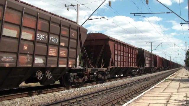 Под Харьковом пустые вагоны столкнулись с электричкой на Днепр