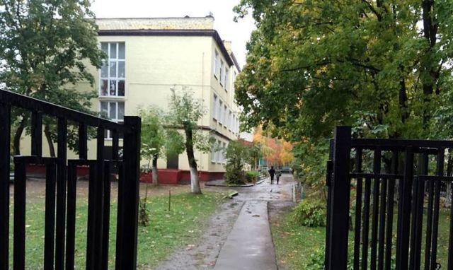 Утверждено обвинение мужчине, обманывавшему школьников в Харькове