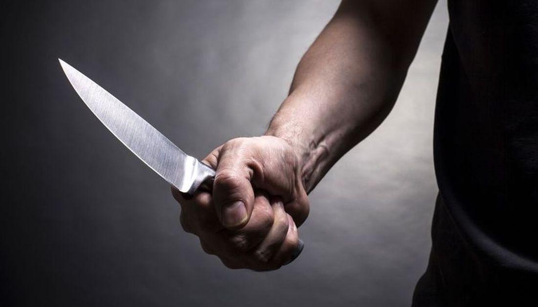 На Салтовке мужчина, угрожая ножом, ограбил оператора лотереи