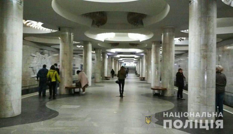 Появилось видео прыжка мужчины под поезд в метро (видео)