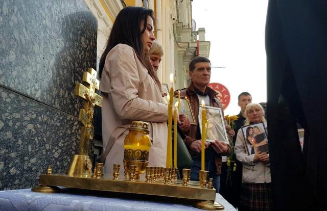 В Харькове поминают погибших в ДТП на Сумской (фоторепортаж)