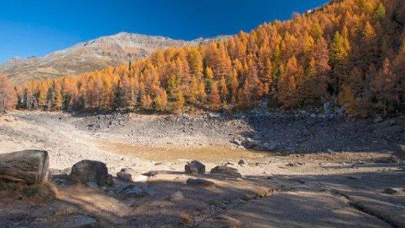 Из-за жары исчезло знаменитое озеро в Альпах (фото)