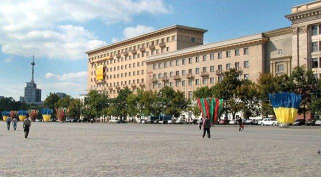 Движение транспорта по площади Свободы закрыто до 17 октября