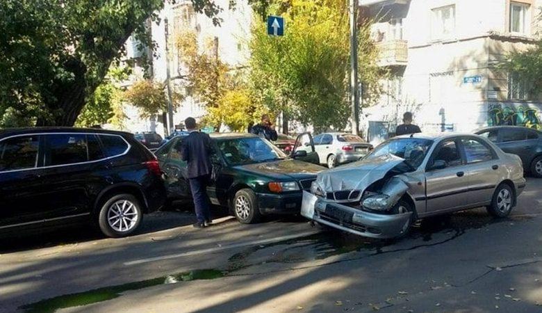 «ВАЗ» и три иномарки столкнулись на Чернышевской
