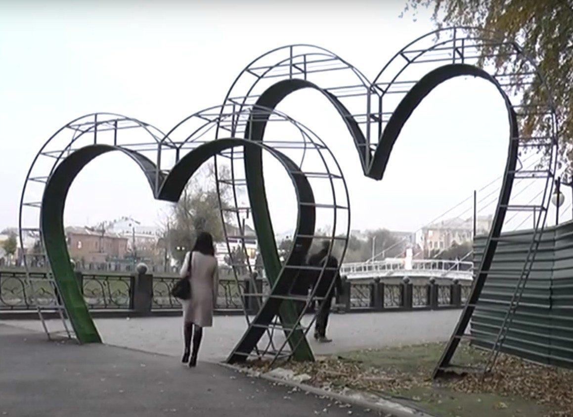 """У Харкові триває реконструкція скверу """"Стрілка"""" (відео)"""