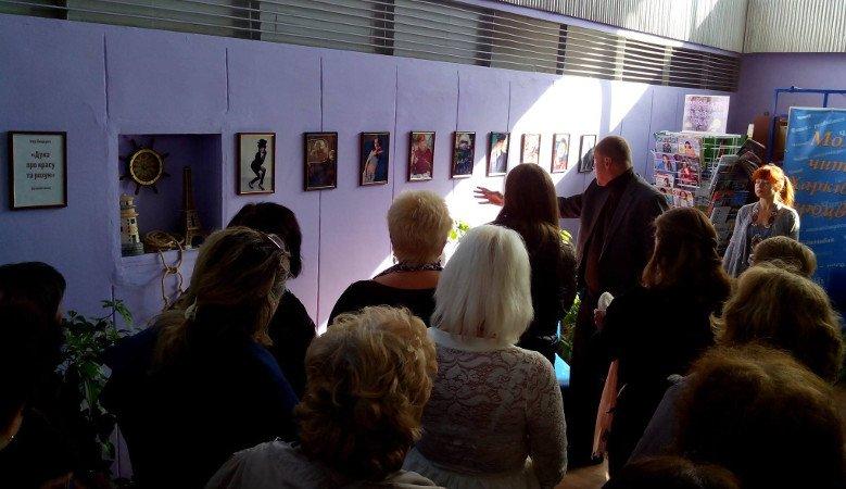 В Харьковской областной библиотеке для юношества представлена мини-выставка женских фотопортретов