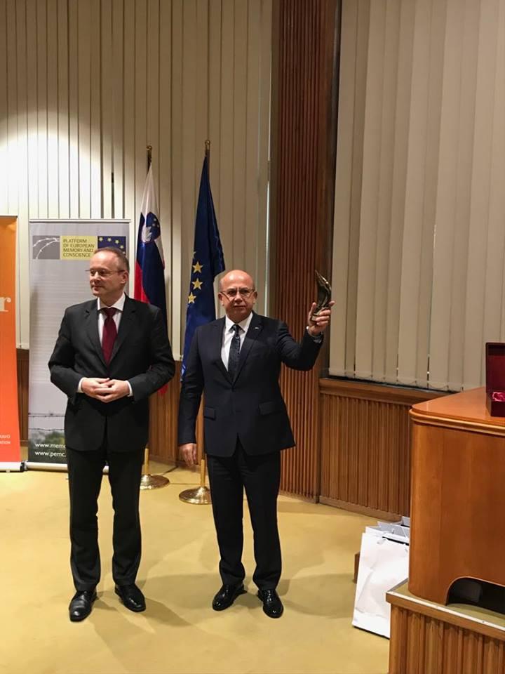 Сенцова наградили международной премией