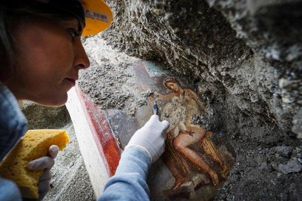 В Италии нашли сохранившуюся эротическую фреску (видео)