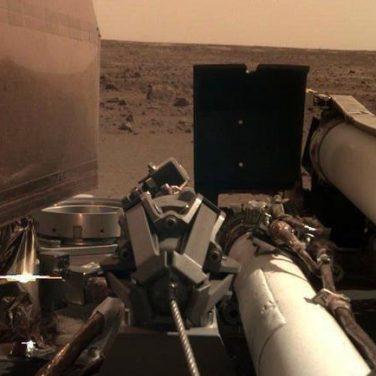 Земляне получили первые селфи с Марса (фото, видео)