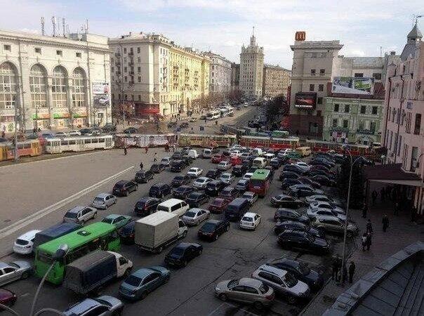 Жители Салтовки не могут добраться в центр