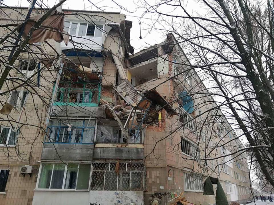 Под Киевом взрывом разрушены три этажа жилого дома (фото)
