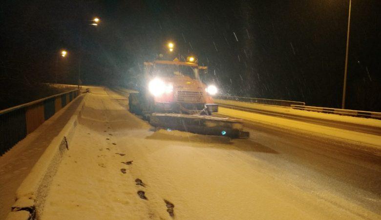 Ночью два района Харьковщины были занесены снегом (фото)