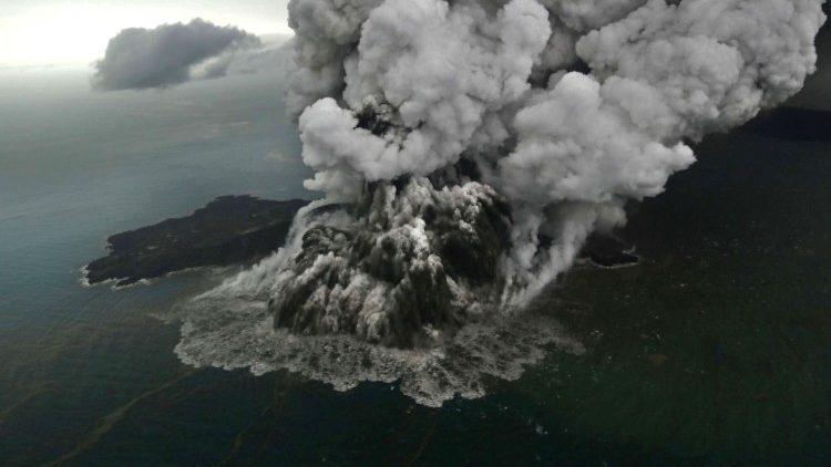 Цунами в Индонезии: количеств жертв возросло до 373