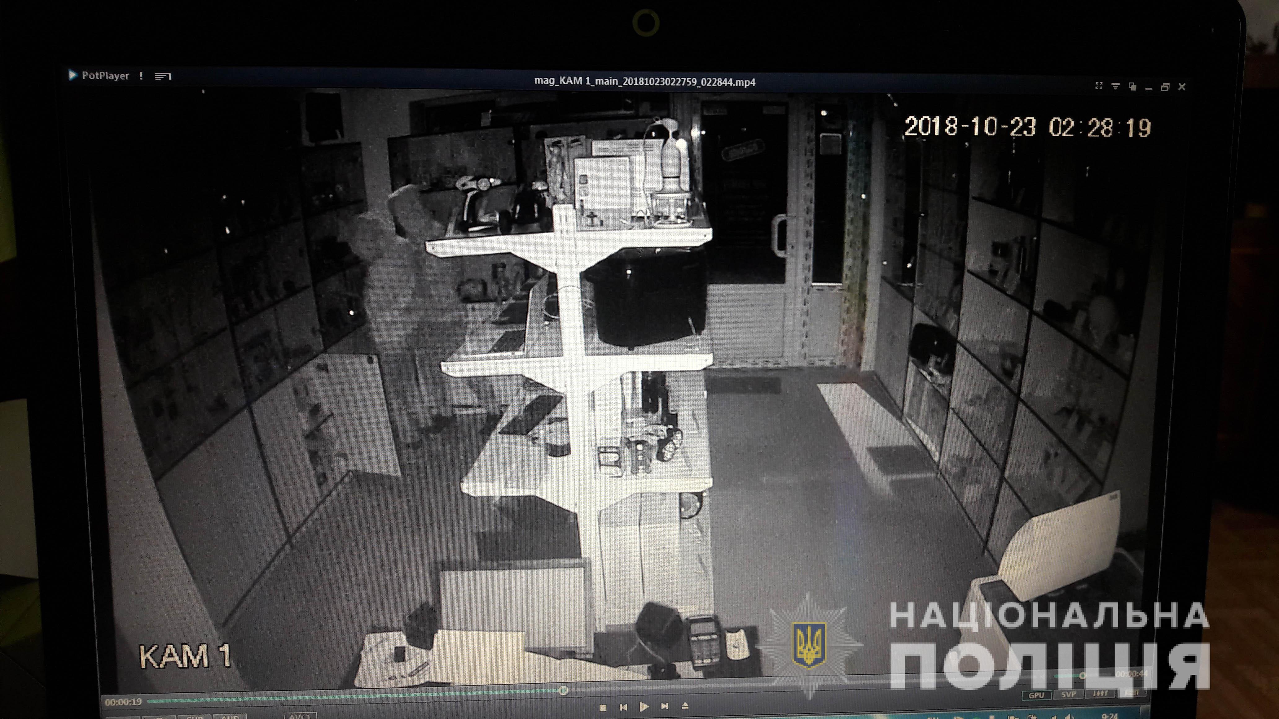 Два харьковских подростка трижды обокрали один и тот же магазин