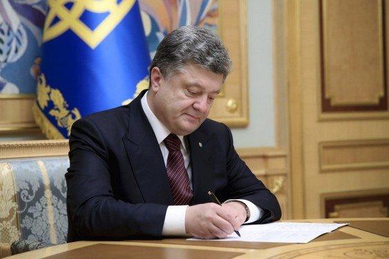 Порошенко объявил о прекращении военного положения в Украине