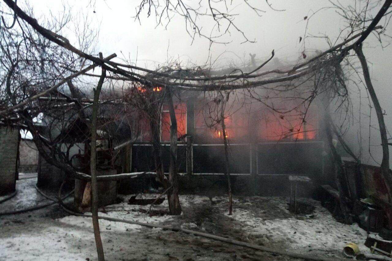 В развалинах сгоревшего дома под Харьковом обнаружили тело мужчины