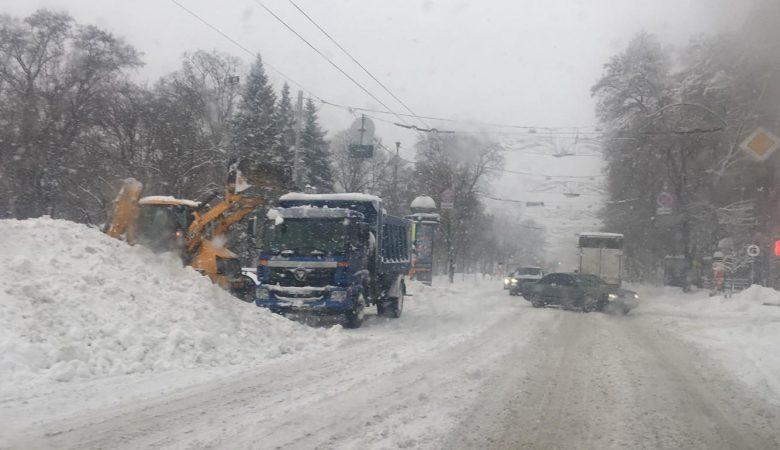 Спасатели на Харьковщине освободили из снежного заноса маленького ребенка