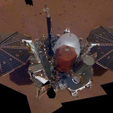 Марсианский зонд InSight сфотографировал себя на Марсе