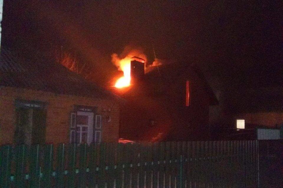 Под Харьковом сгорел жилой дом (фото)