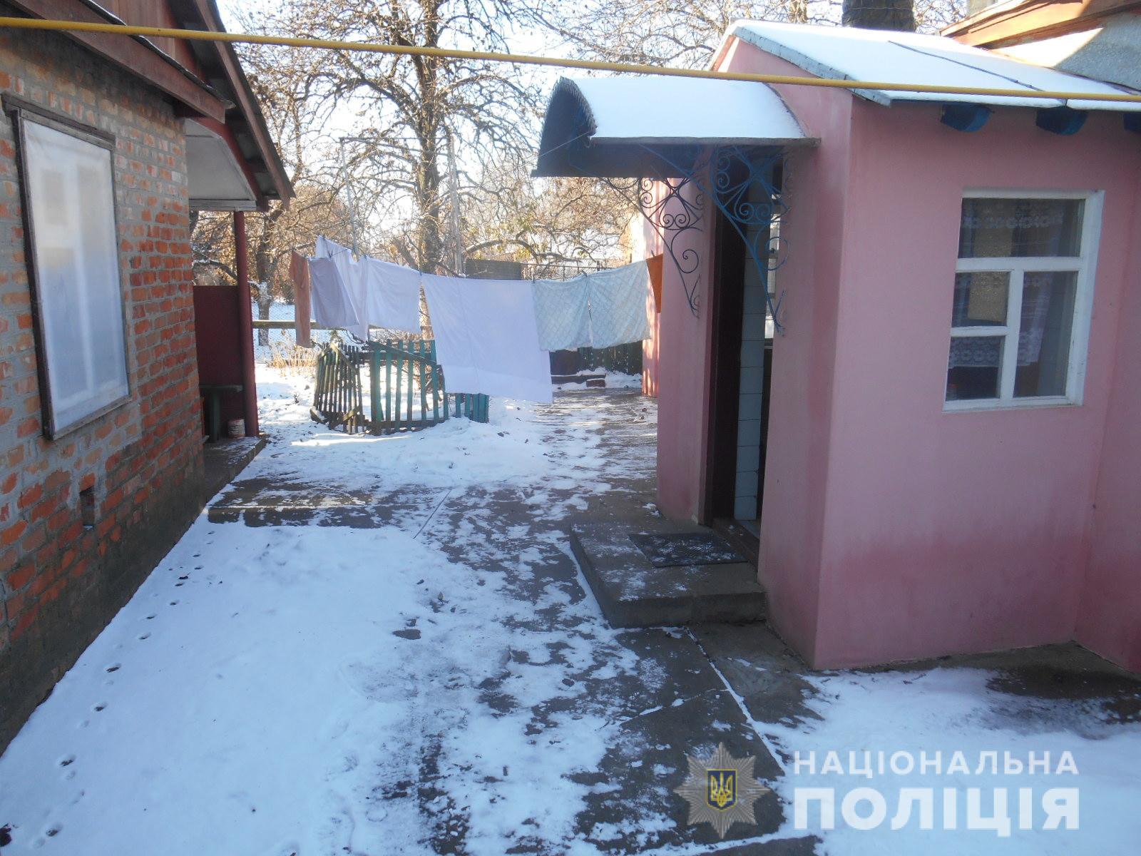 На Харьковщине грабитель с топором отобрал сбережения пенсионерки