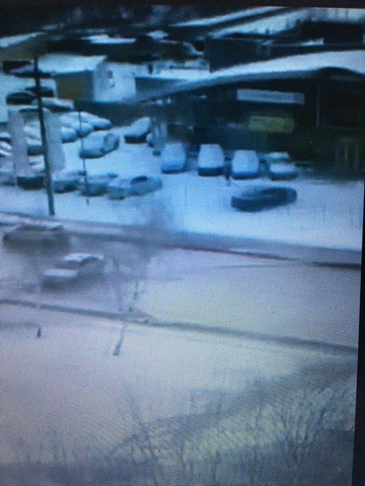 На Алексеевке улицу затопило водой (видео)