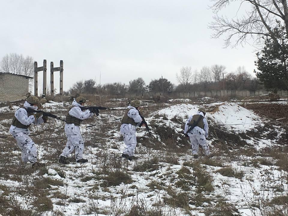 На Харьковщине проходят сборы бойцов территориальной обороны (фото)