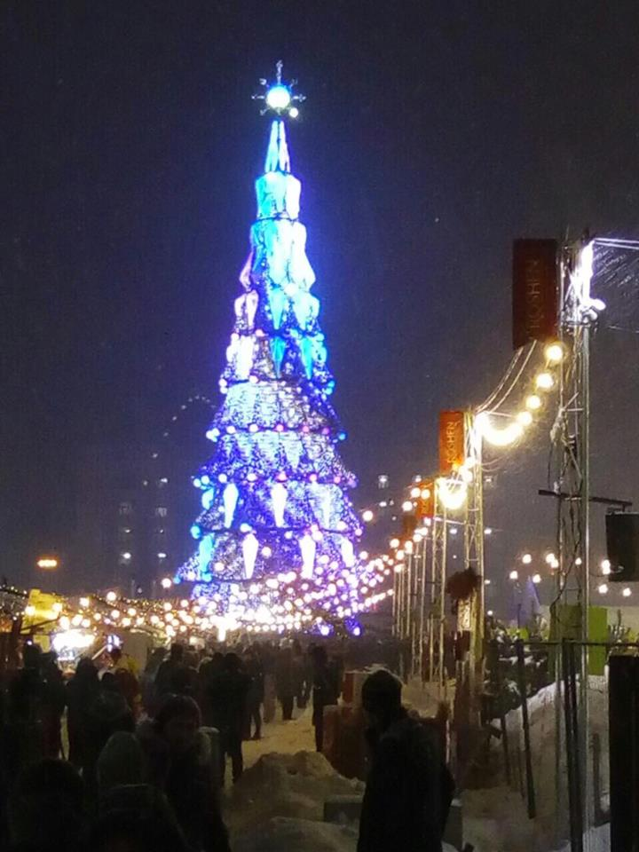 На площади Свободы открыли главную елку Харькова (фоторепортаж)