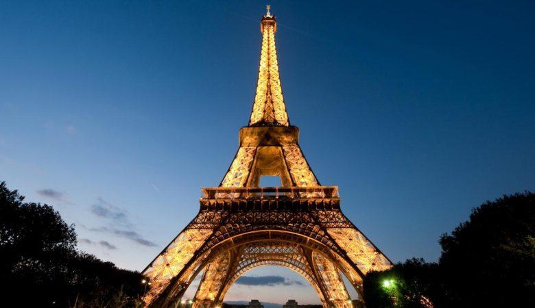 Париж готовится к субботе: из-за протестов «желтых жилетов» закроют Эйфелеву башню