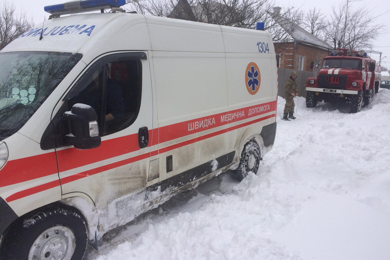 На Харьковщине в снежные заносы попали автомобили