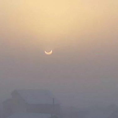Первое солнечное затмение в 2019 году (фото)