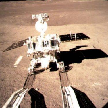 Впервые в истории человечества: зонд сел на обратную сторону Луны (фото)