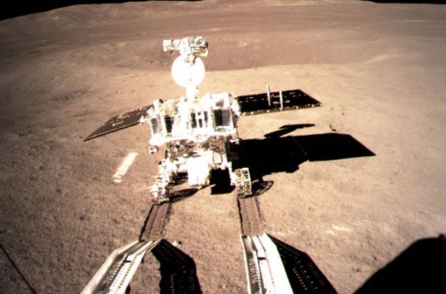 Впервые в истории человечества зонд сел на обратную сторону Луны
