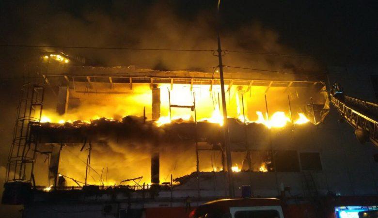 Появилось видео пожара в ТРЦ в Харькове