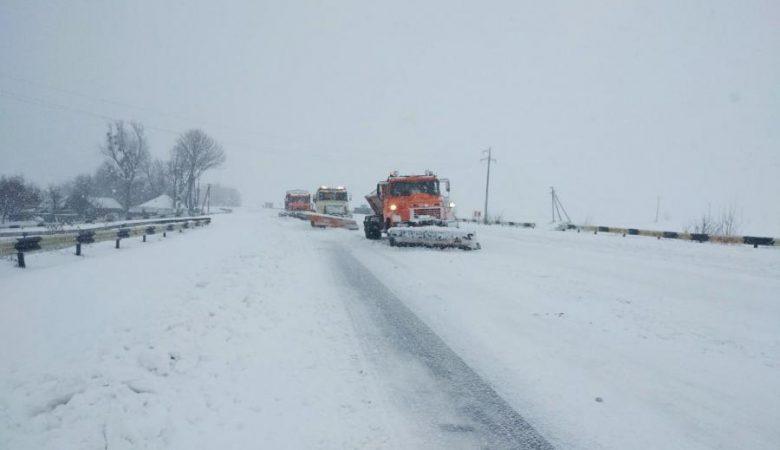 На Харківщині рятувальники звільнили 30 людей зі снігового полону (відео)
