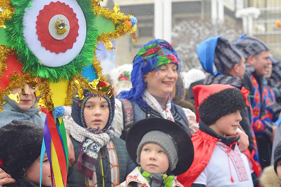 Вертеп и колядки: по центру Харькова прошло костюмированное шествие колядников (фоторепортаж)