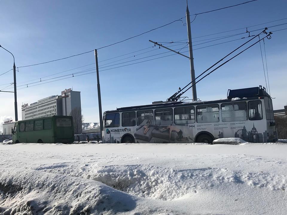 На Новых Домах троллейбусы остановились в пробке (фото)