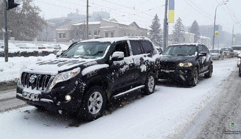 Водитель BMW на Сумской не выдержал безопасную дистанцию и столкнулся с Toyota Land Cruiser