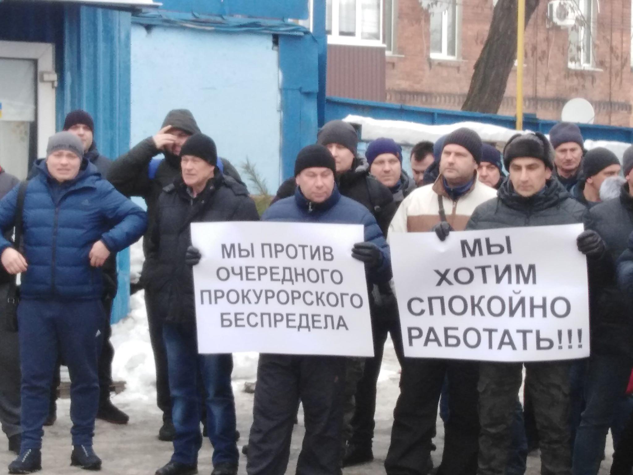 На Харьковском предприятии проводят обыск (фото)