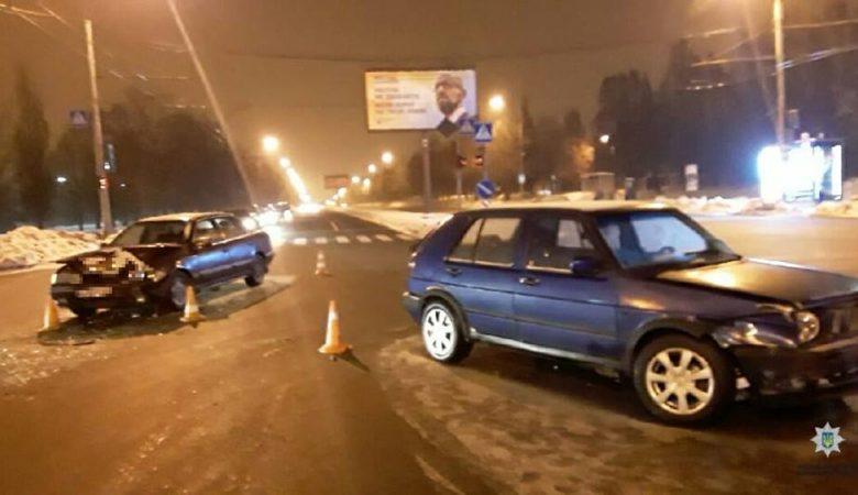 ДТП на перекрестке Ландау и Халтурина обошлось без пострадавших (фото)