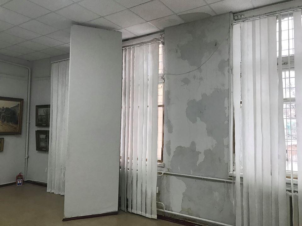 В Харьковском художественном музее протекла крыша (фоторепортаж)