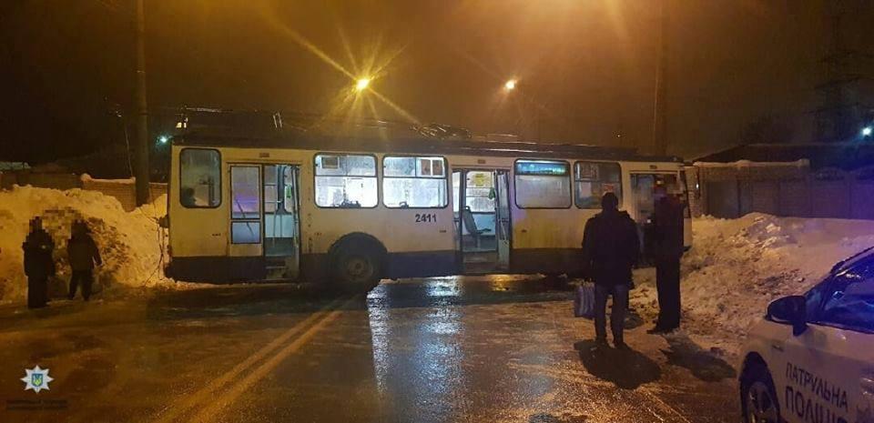 В Харькове троллейбус перекрыл движение транспорту
